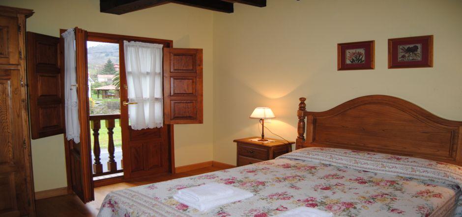 cama-matrimonial-casa-rural-la-roza-jpg