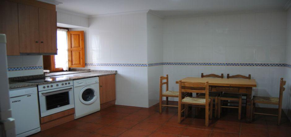 cocina-casa-rural-la-roza-jpg