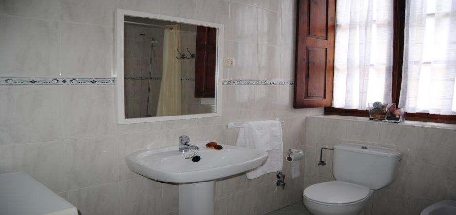 bano-casa1-apartamentos-rurales-la-escuela-jpg