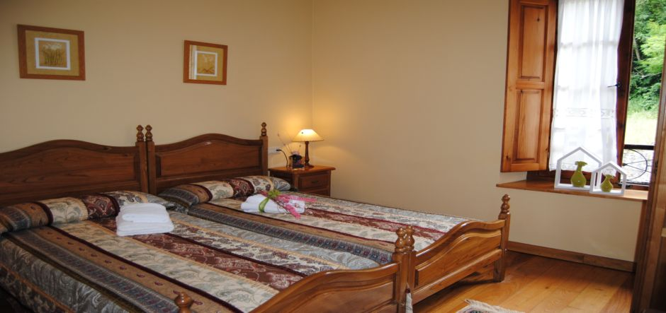 habitacion-doble-casa3-apartamentos-rurales-la-escuela-jpg
