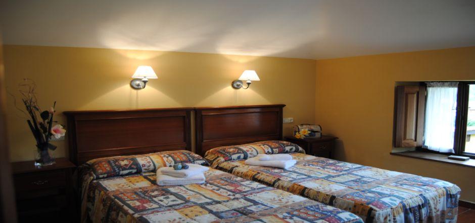habitacion-doble-casa5-apartamentos-rurales-la-escuela-jpg