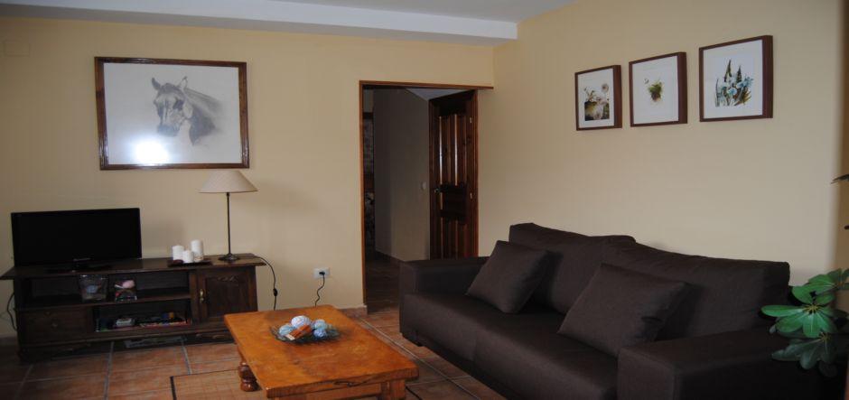 salon-casa2-apartamentos-rurales-la-escuela-jpg